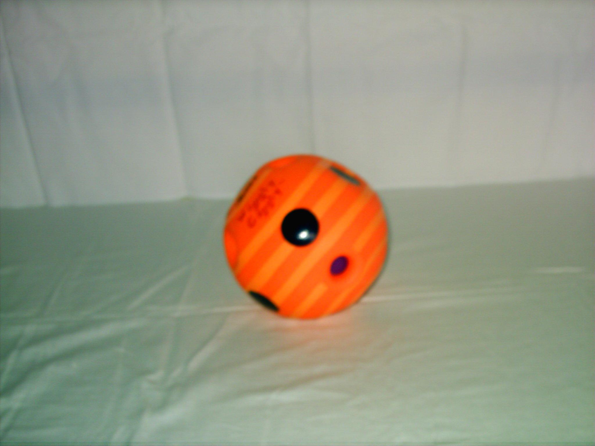 B001 Orange bal met grijpgaten